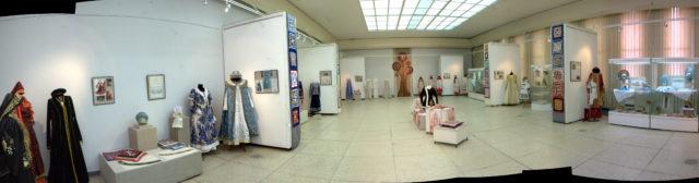 2 Экспозиция персональной выставки И в пир,и в мир, и в добрые люди 1